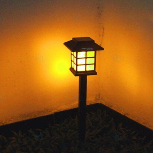 Đèn năng lượng mặt trời sân vườn giá rẻ