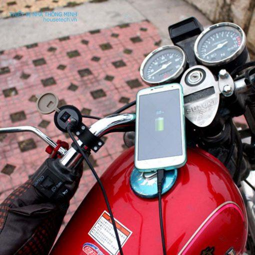 Sạc pin điện thoại trên xe máy ht238