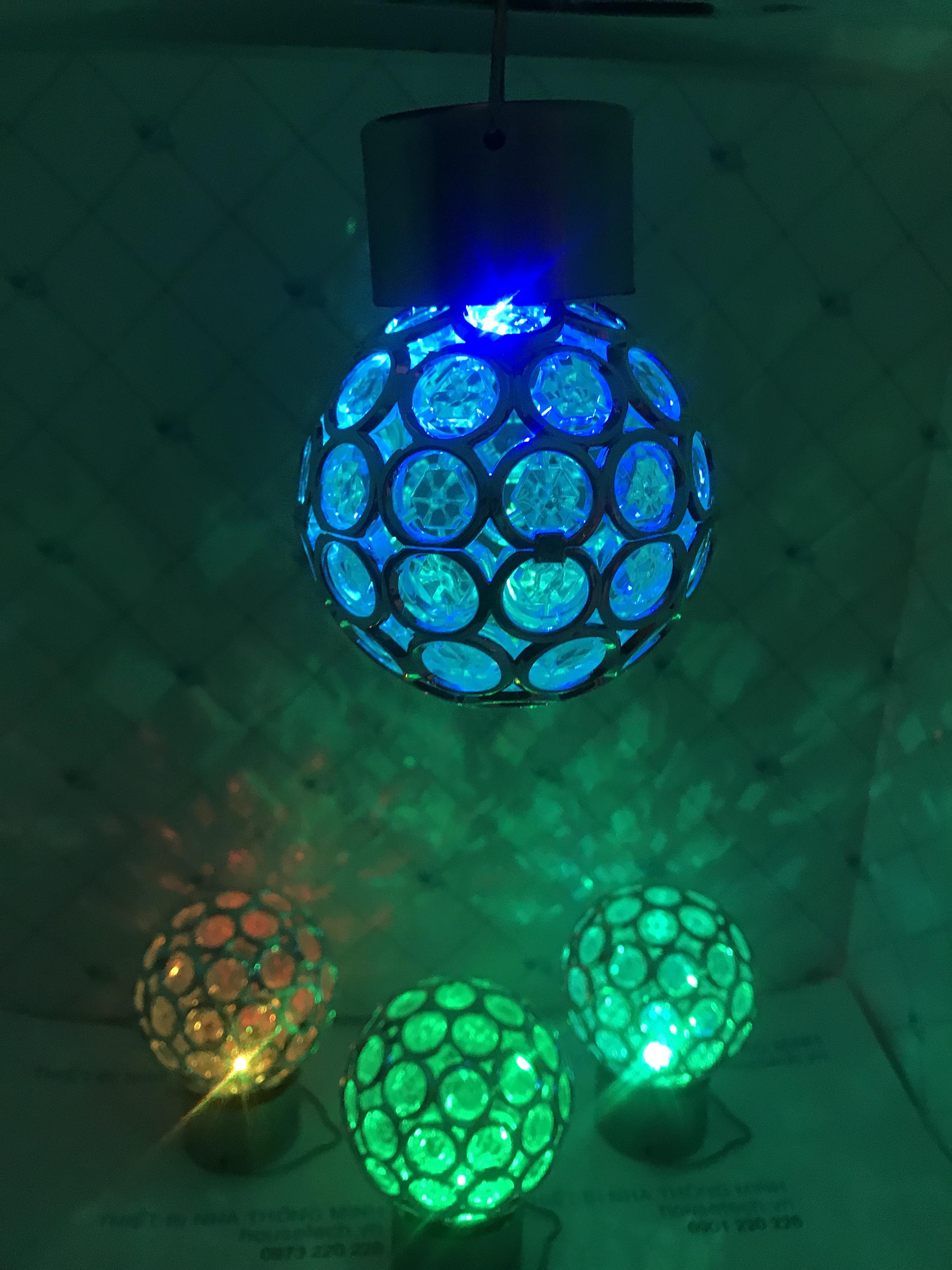 Đèn treo hình cầu đổi màu sử dụng năng lượng mặt trời HT8613 tại HN