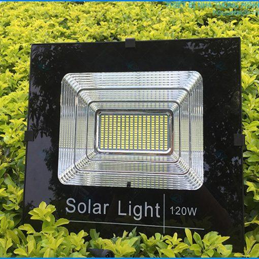 Đèn chiếu sáng năng lượng mặt trời công suất lớn