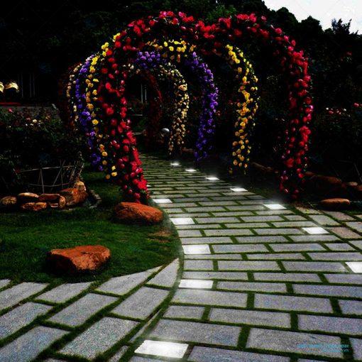 Đèn viên đá sân vườn hình viên đá giá rẻ HT550