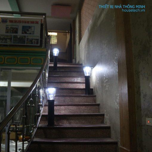 Đèn mái phẳng trang trí cầu thang