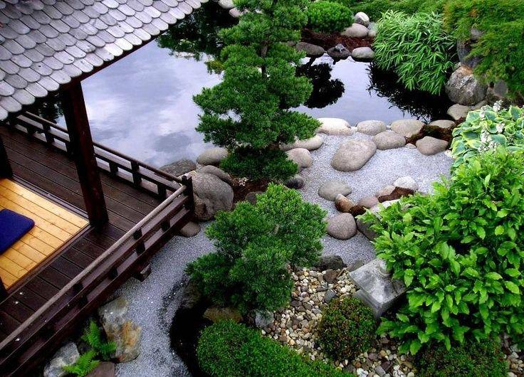 Tiểu cảnh phong cách Nhật Bản với sự kết hợp giữa hồ nước, đá trang trí và cây xanh